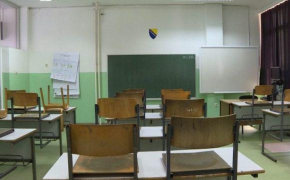 Više scenarija za početak nove školske godine: Ko bi mogao u klupe?
